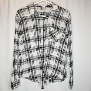 BeachLunchLounge black white plaid button up top